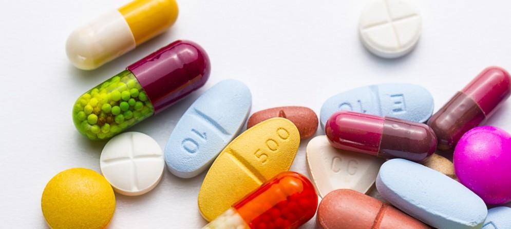 Dare vita a un tavolo al quale far sedere le associazioni dei farmacisti, dei produttori e dei grossisti