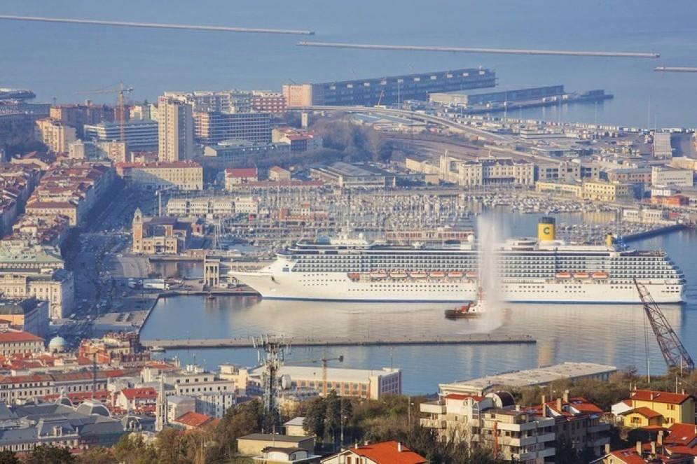 La nave della Costa Crociere ormeggiata nel porto di Trieste