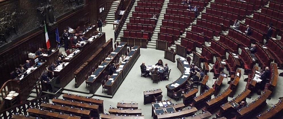 La Camera dei deputati ha rinviato in commissione la proposta del Movimento 5 stelle per tagliare i costi della politica