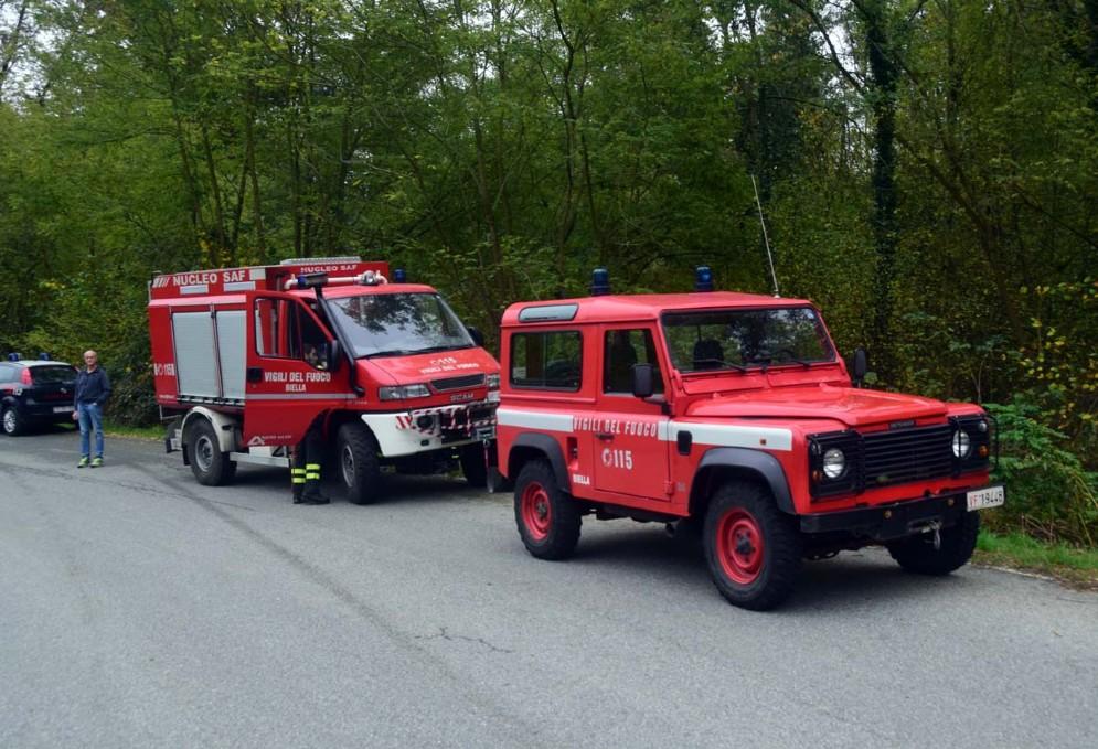 Due mezzi dei vigili del fuoco