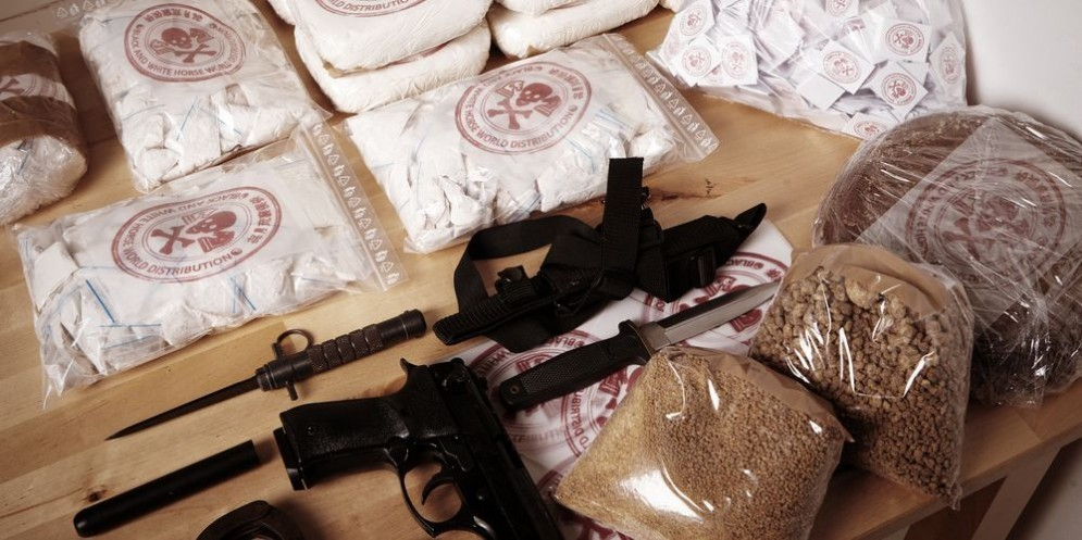 Un carico di droga e armi.