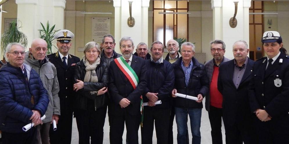 Il gruppo di 'nonni' premiati