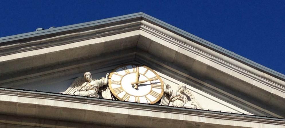 Un particolare del palazzo della Borsa a Trieste