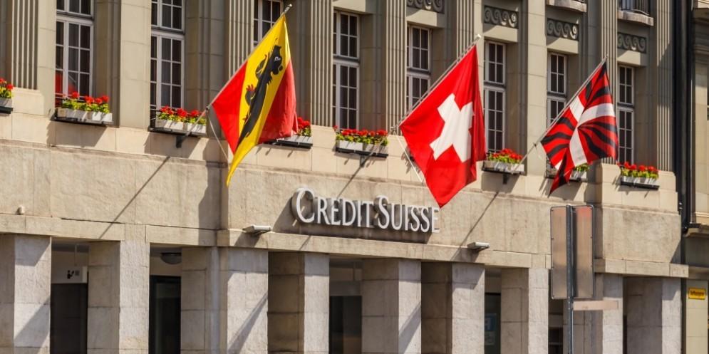 Credit Suisse, utile in picchiata dopo lo scandalo della maxi frode fiscale.