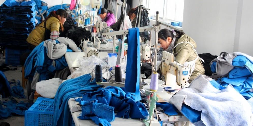 La Commissione europea deve decidere se concedere alla Cina lo status di economia di mercato.