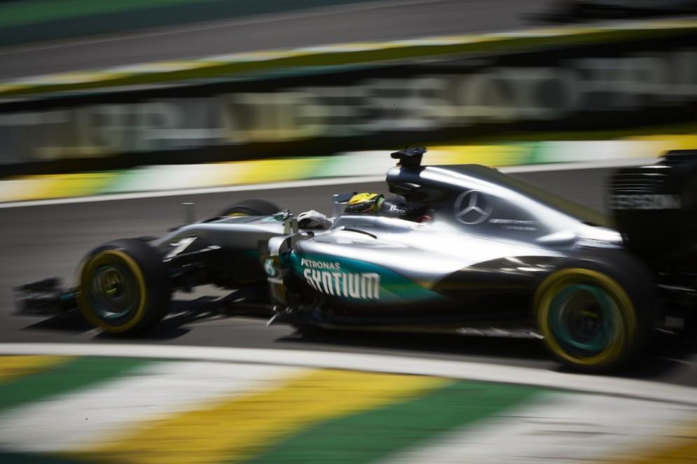 Lewis Hamilton in azione a San Paolo