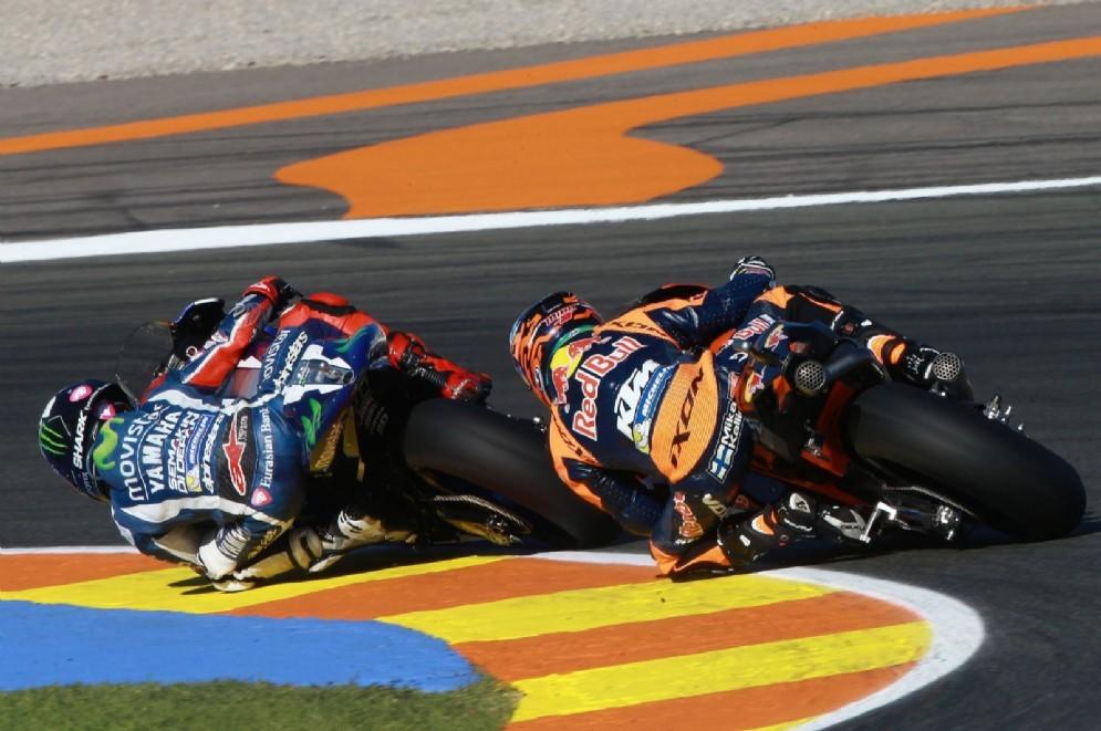 Mika Kallio sulla Ktm insegue Jorge Lorenzo a Valencia