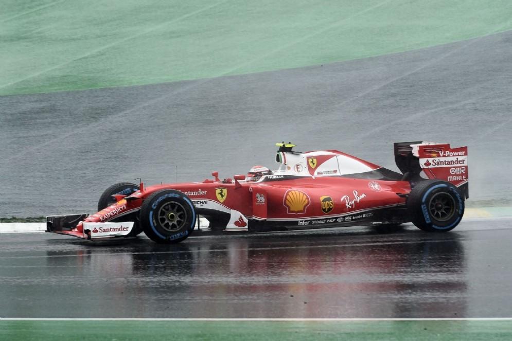 Kimi Raikkonen in azione a inizio gara