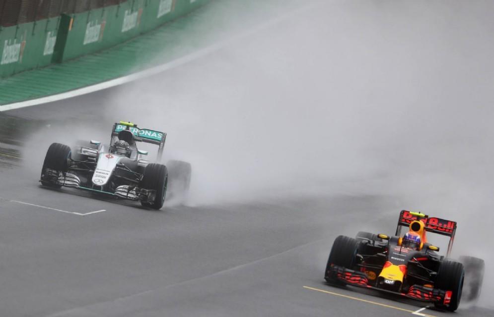 Il sorpasso di Verstappen su Nico Rosberg