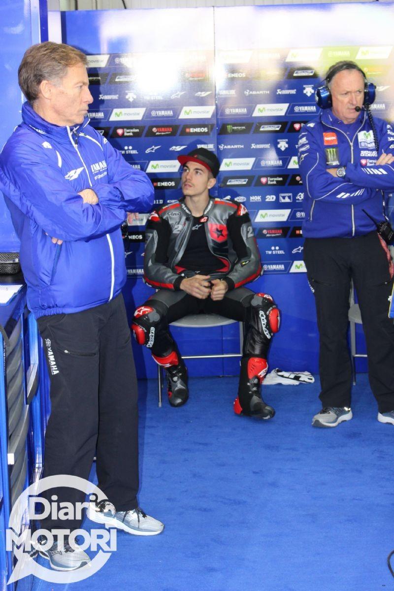 Maverick Vinales al box Yamaha