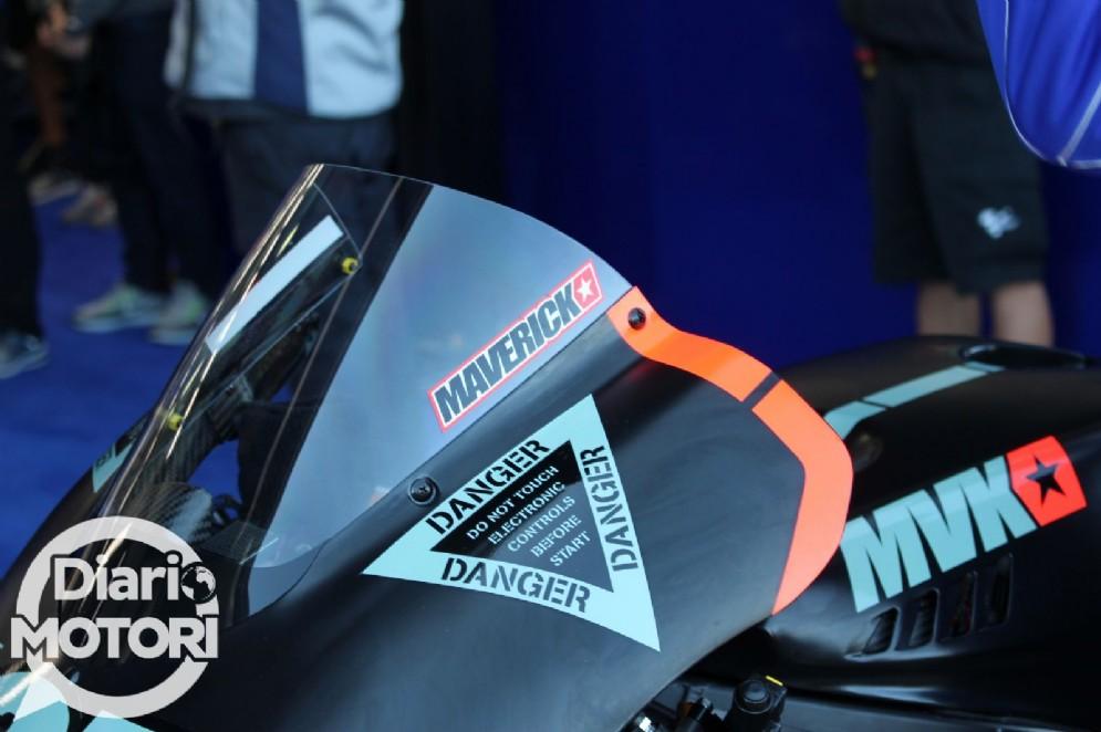 Il logo di Maverick Vinales sulla Yamaha M1