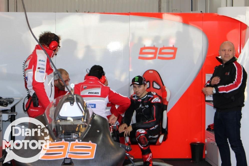 Jorge Lorenzo al box Ducati