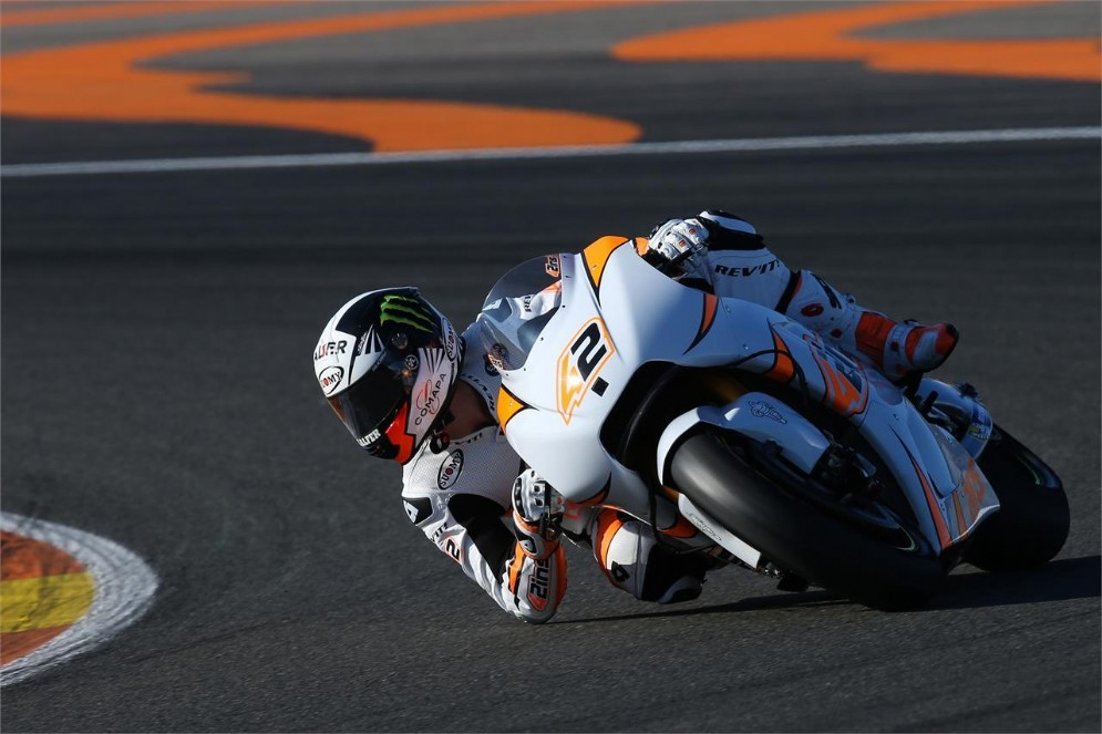Alex Rins in azione a Valencia