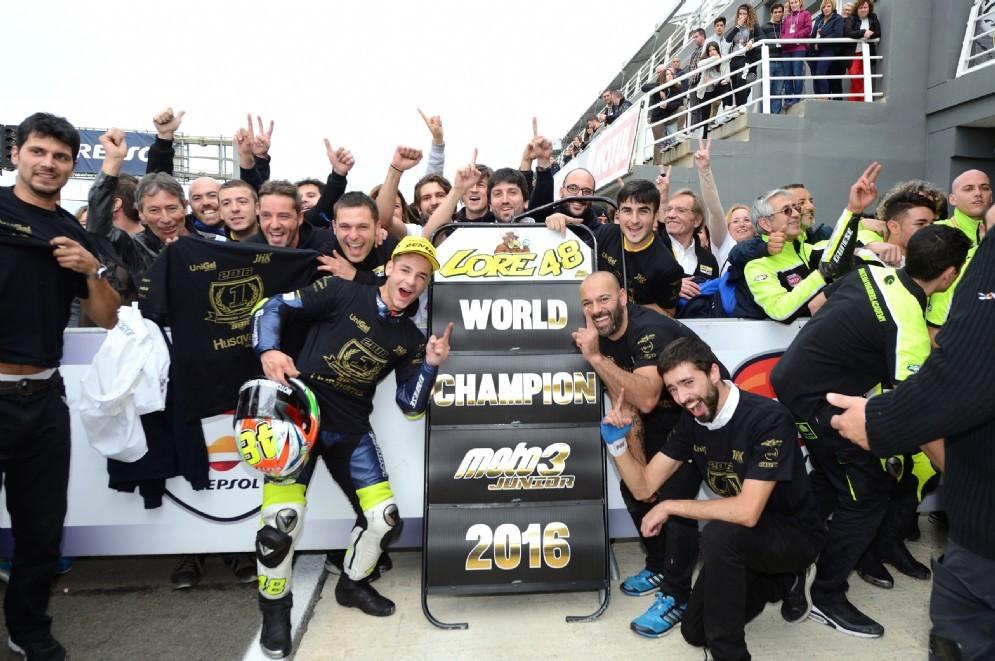 Lorenzo Dalla Porta festeggia il titolo mondiale Moto3 Junior