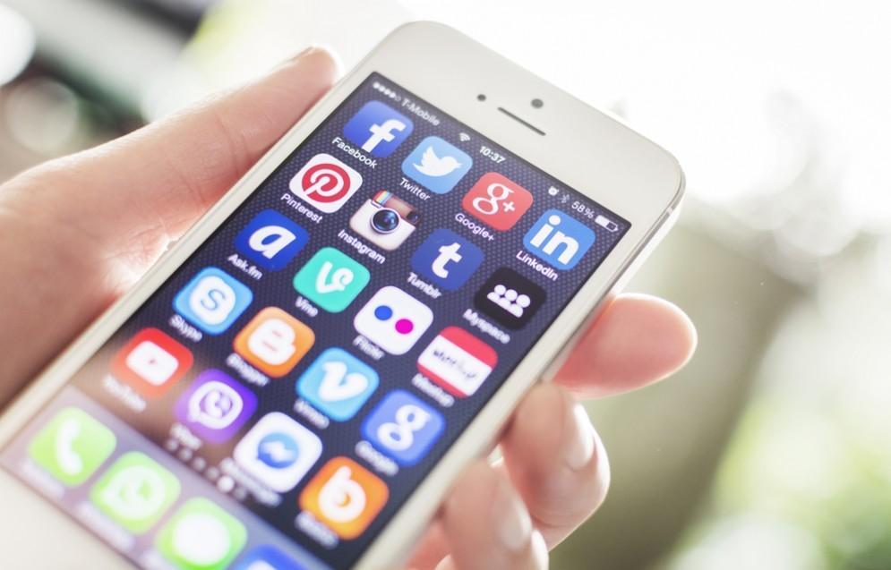Smartphone, il 90% degli italiani passa il tempo sulle app