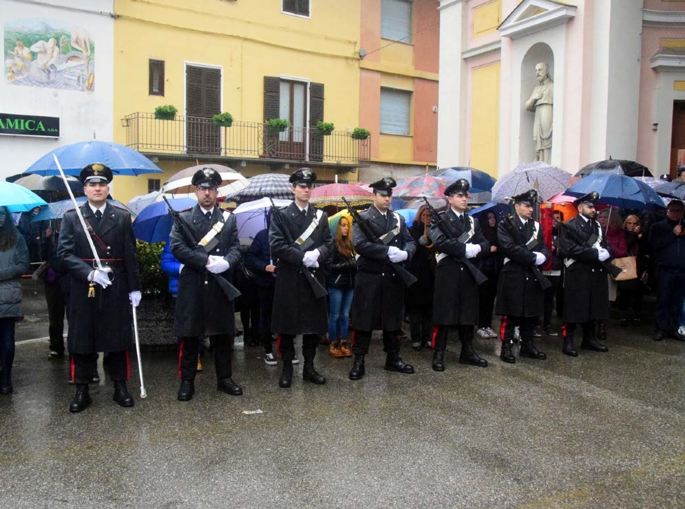 Tantissime le persone che hanno reso omaggio al carabiniere