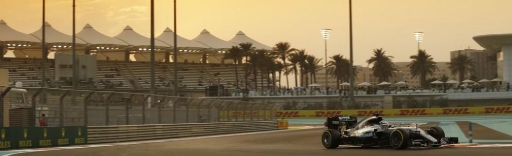 Lewis Hamilton in azione ad Abu Dhabi