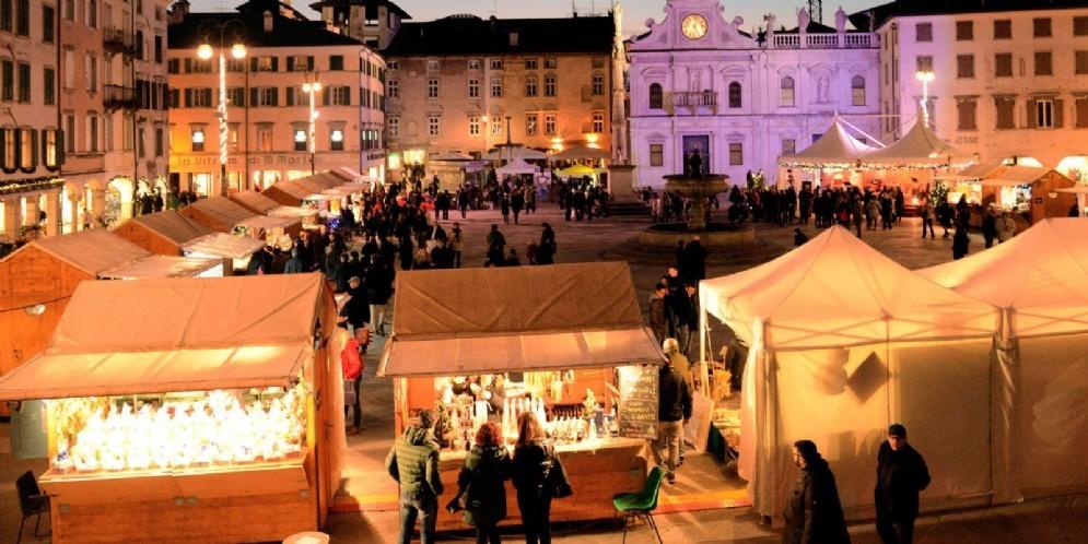 una delle scorse edizioni del mercatino in San Giacomo