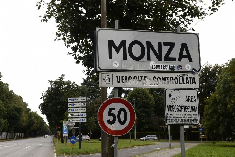 Il cartello del Comune di Monza