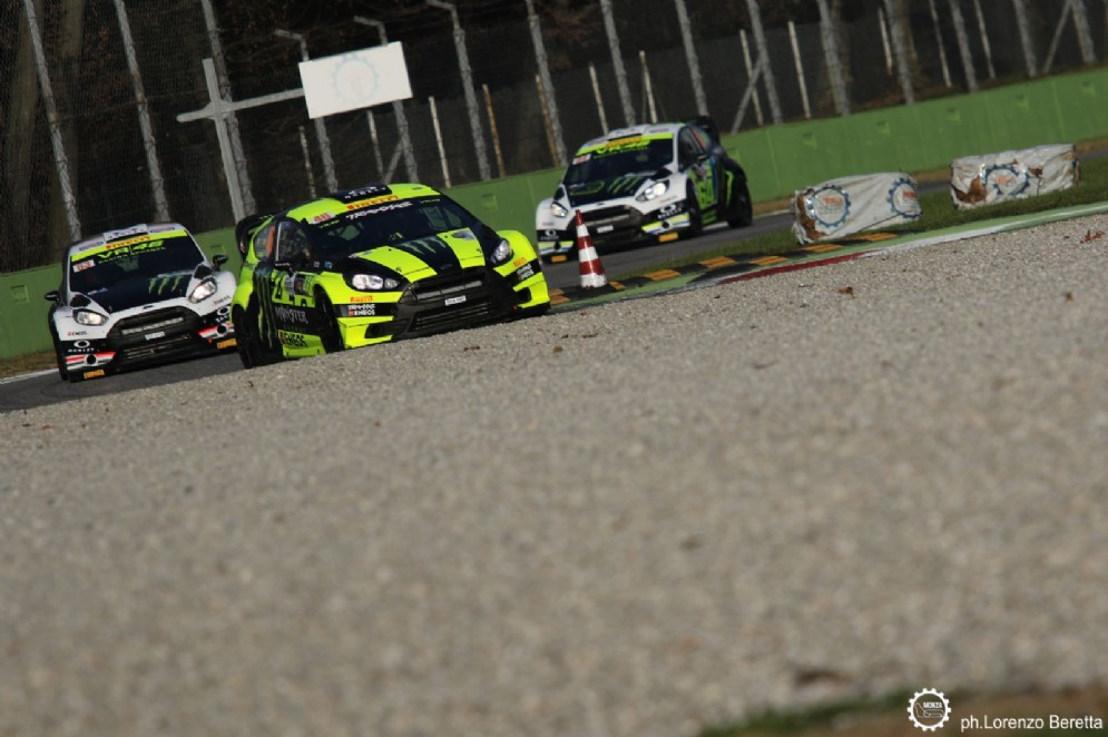 Rossi in pista con la sua Ford Fiesta