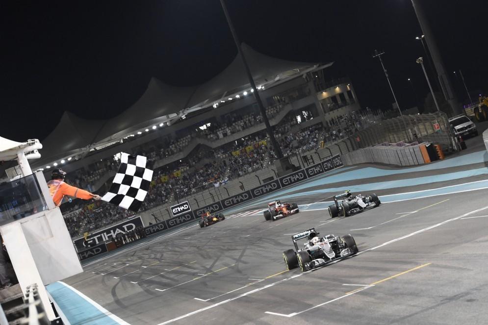 L'arrivo dell'ultimo GP del 2016 ad Abu Dhabi