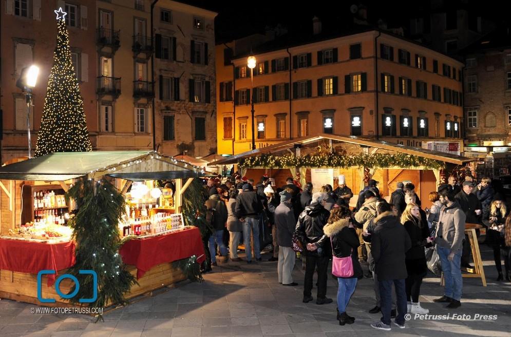 Ha aperto i battenti il mercatino natalizio in piazza San Giacomo