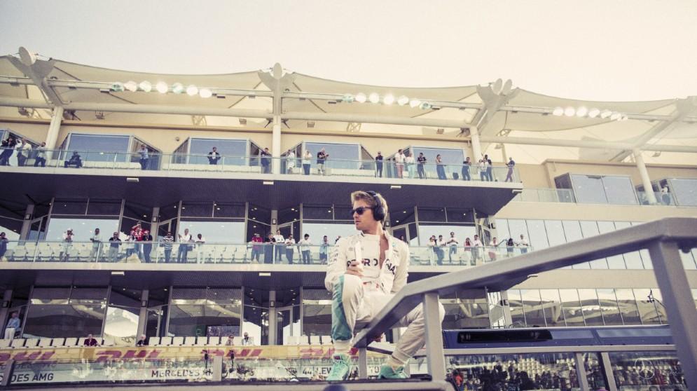 Nico al muretto prima del Gran Premio decisivo ad Abu Dhabi