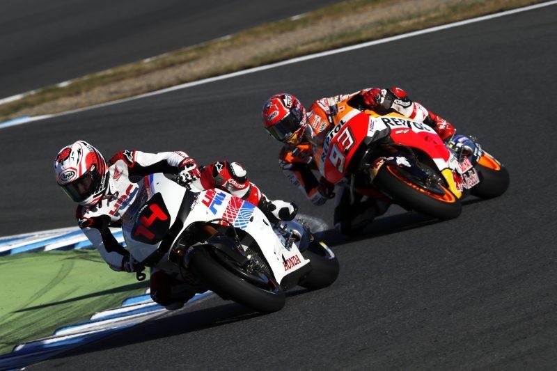Marquez in lotta con Fernando Alonso in moto