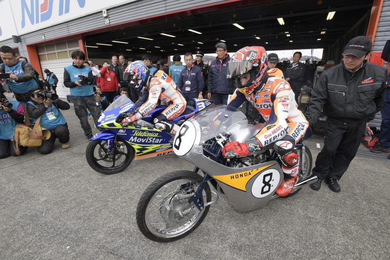 I due piloti ufficiali Honda su due generazioni di moto 125