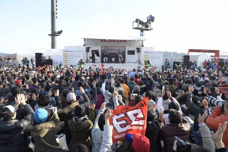 La folla degli oltre 20 mila tifosi Honda a Motegi