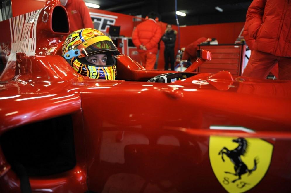 Valentino Rossi al volante della Ferrari