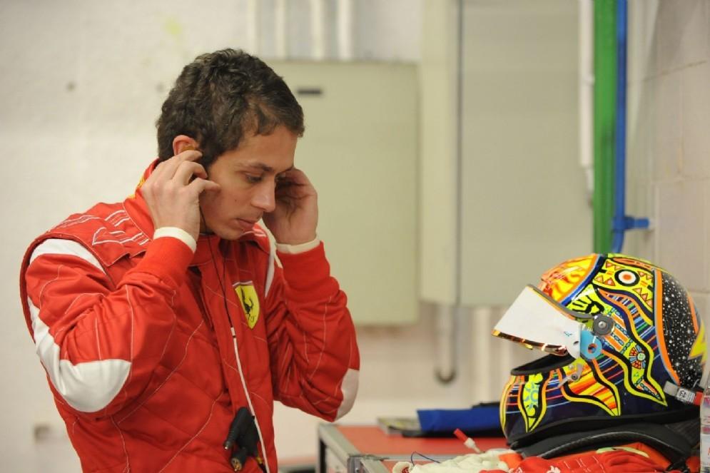 Rossi nei box ai tempi dei test con la Ferrari
