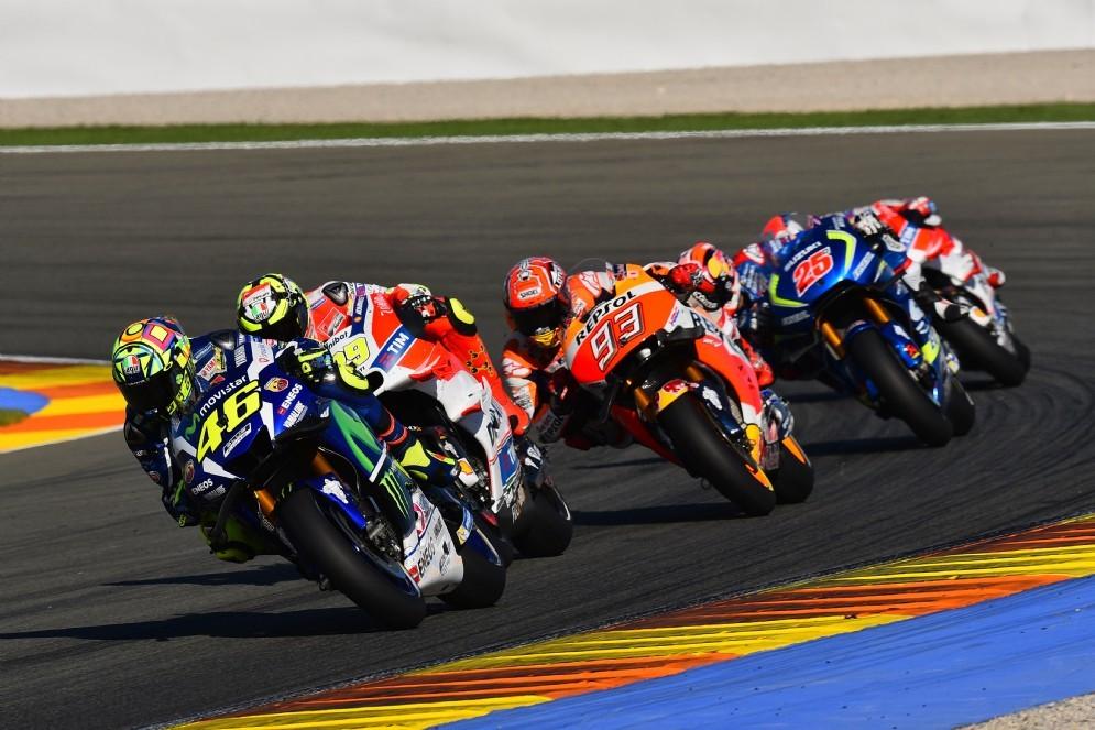 Una fase di gara dell'ultimo GP del 2016 a Valencia