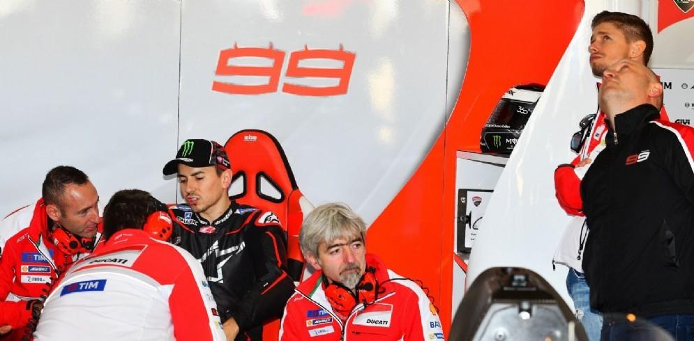 Casey Stoner e Jorge Lorenzo nel box Ducati a Valencia