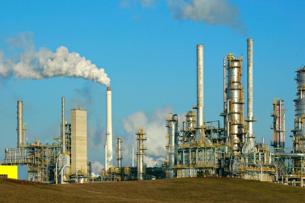 Ogni cittadino UE paga 600 euro l'anno per finanziare l'energia fossile.