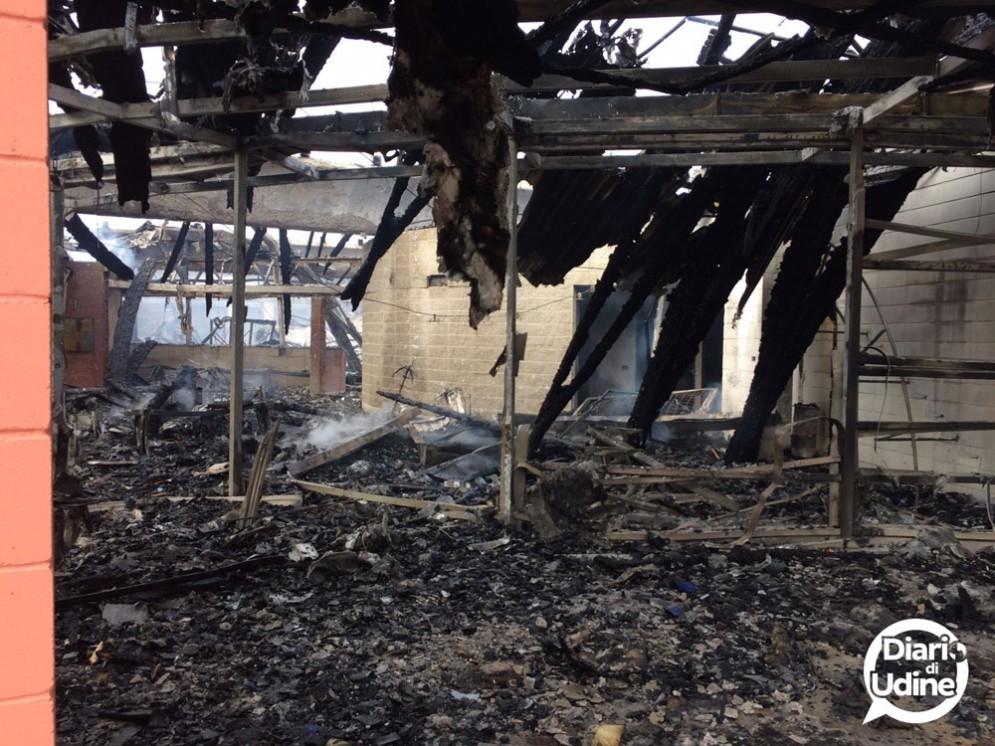 Grave incendio al Catas di San Giovanni al Natisone (© Diario di Udine)