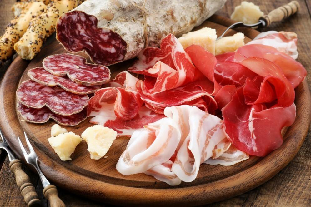 Salumi, carne insaccata e lavorata peggiora i sintomi dell'asma