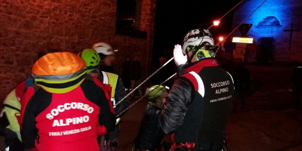 Gli uomini del Soccorso alpino impegnati a Frisanco