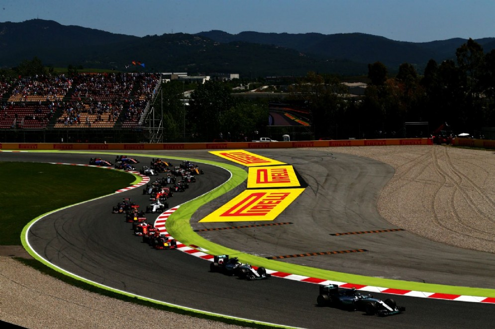 Il dominio di Rosberg si spezza in Spagna, dove al primo giro si scontra con Hamilton: out entrambi