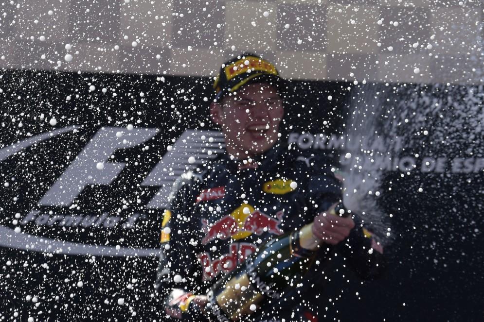 A Barcellona vince quindi Max Verstappen, appena promosso dalla Toro Rosso alla Red Bull