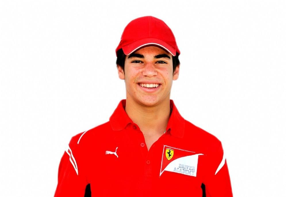 Lance Stroll con la tuta della Ferrari Driver Academy