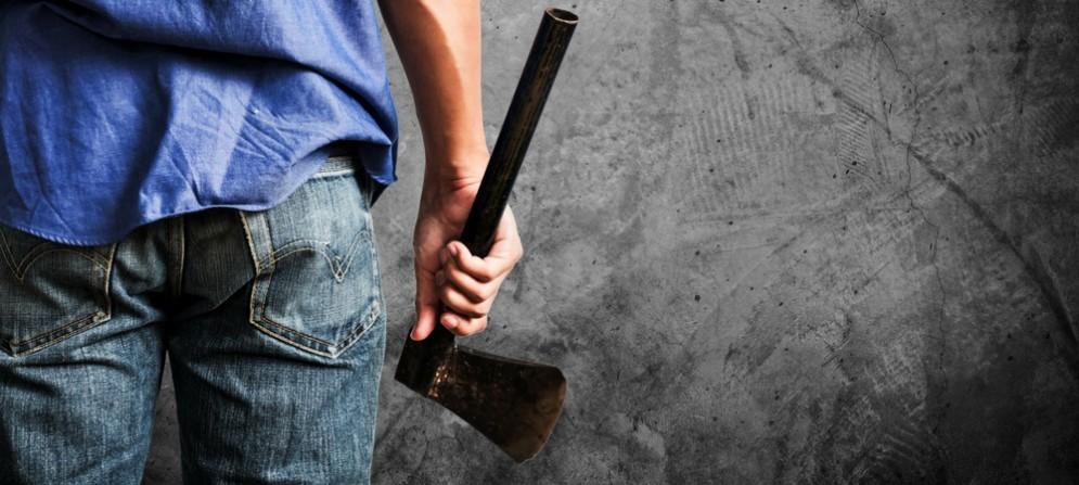 Nascondeva un'ascia nelle mutande: triestino sotto denuncia