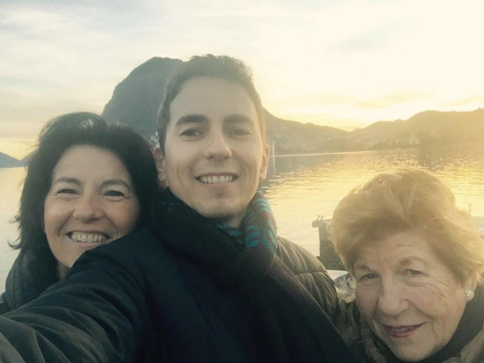 Jorge Lorenzo si rilassa al mare con la sua famiglia