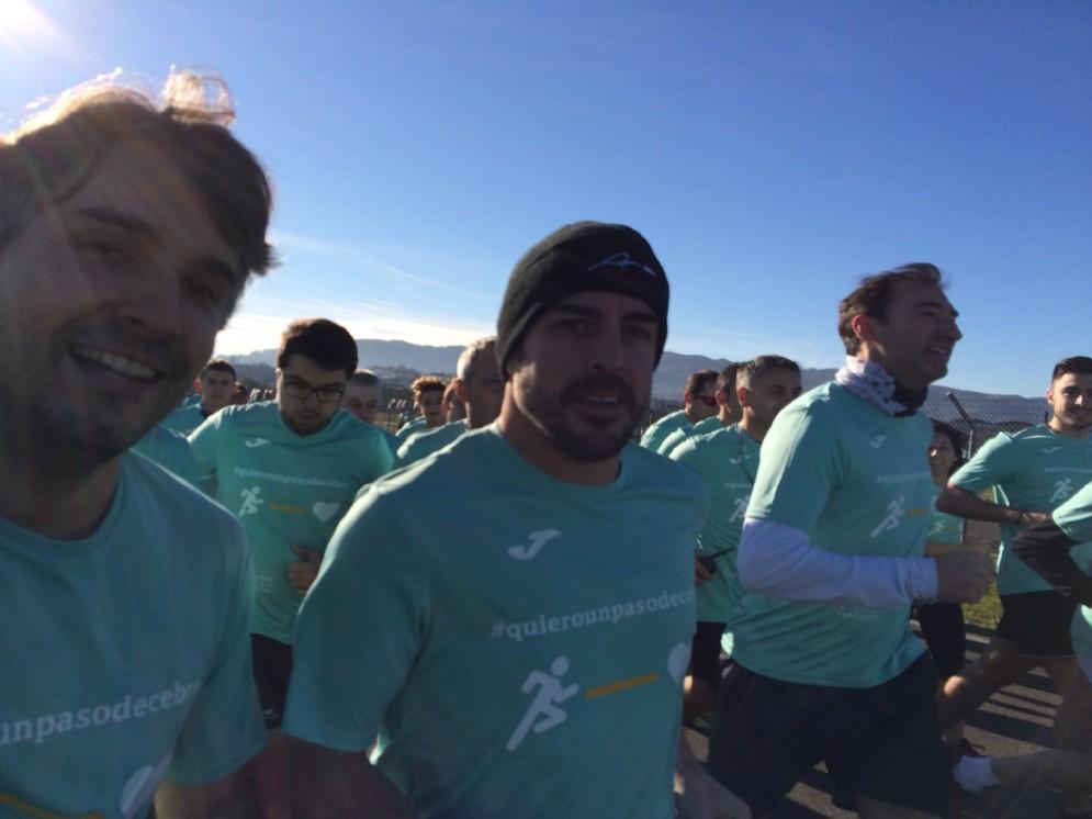 Fernando Alonso abbina sport e solidarietà, con la corsa benefica di Saragozza