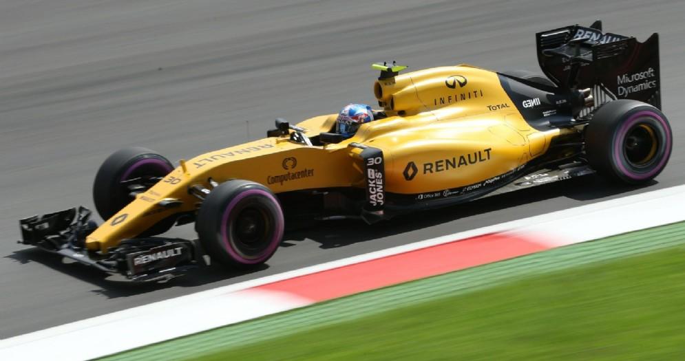 Jolyon Palmer al volante della Renault