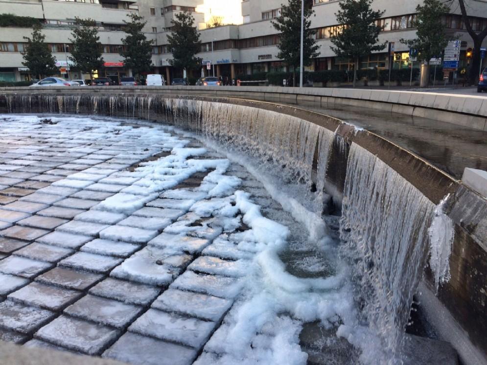 Il ghiaccio in piazzale XXVI Luglio (© Diario di Udine)