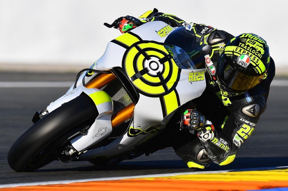 Andrea Iannone in azione sulla Suzuki