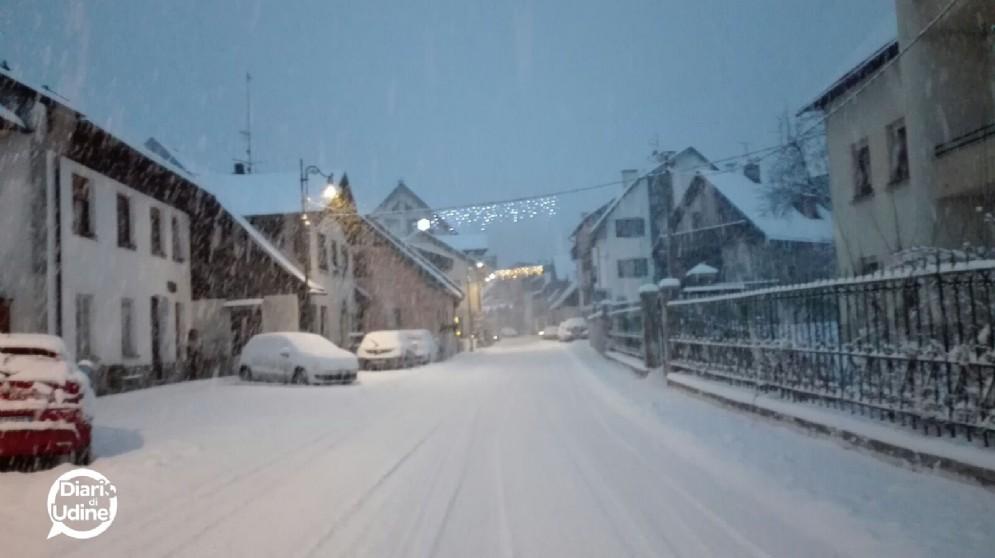 La prima neve del 2017 a Camporosso (© Chiara D'Incà)