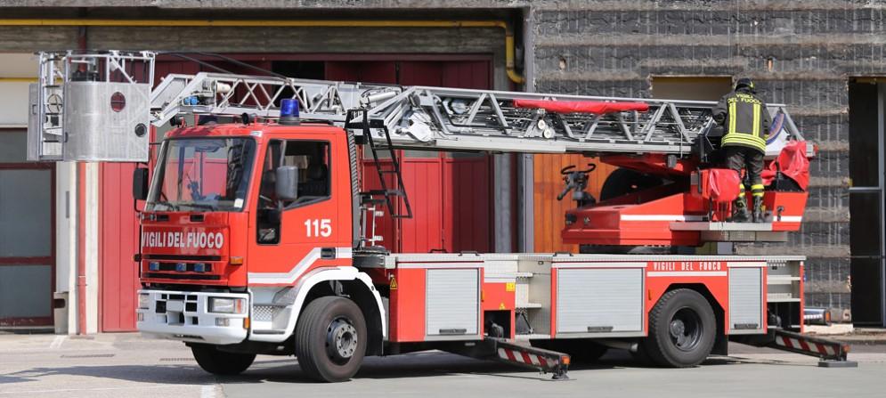 Niente treni da e per Trieste: fiamme sui binari