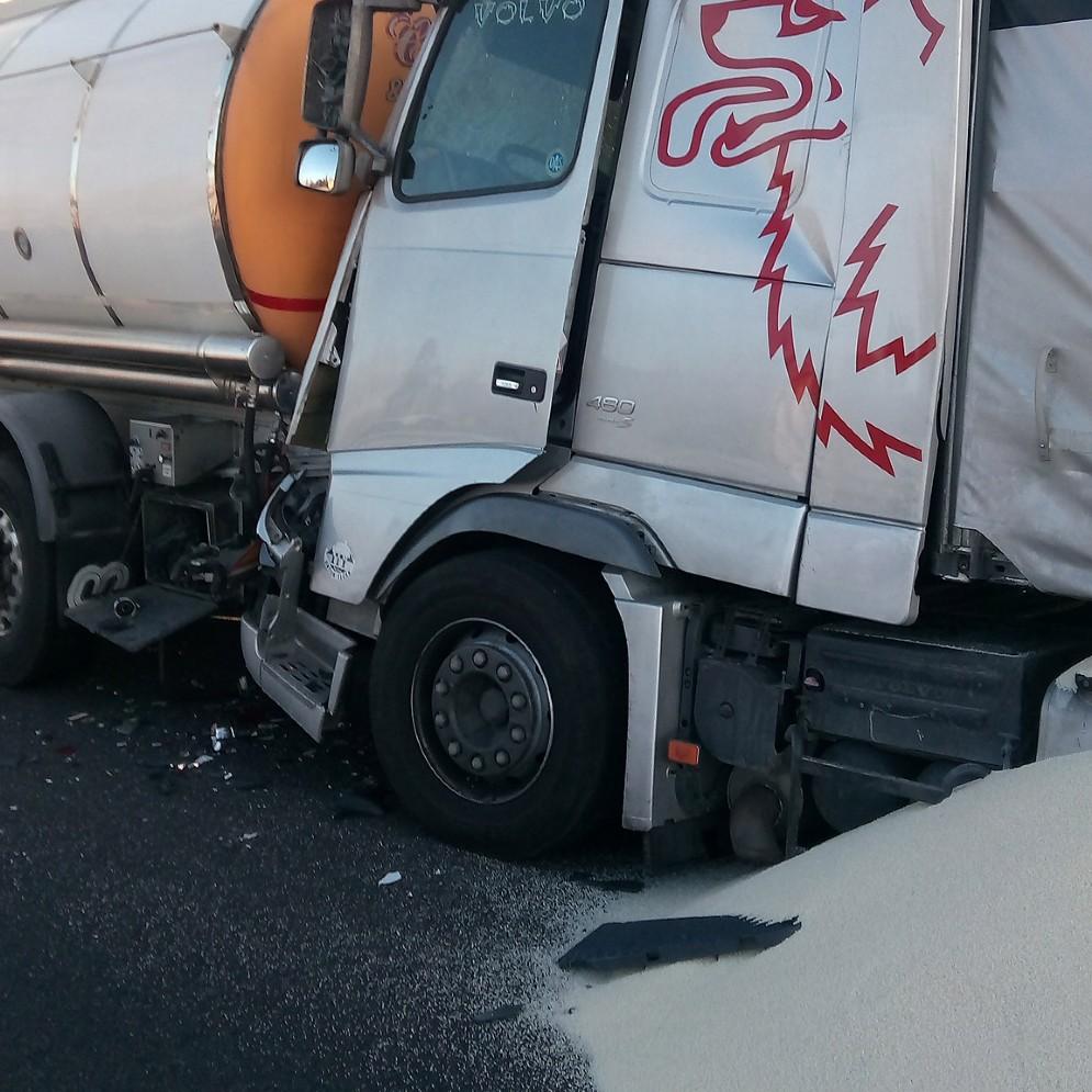 Cinque incidenti in meno di un'ora, sulla A4